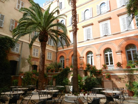 Hotel Ponte Sisto : Courtyard 