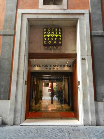 Hotel Ponte Sisto : Front Door 