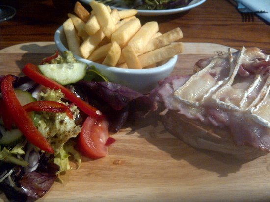 Cranborne, UK: Brie &amp; bacon open sandwich