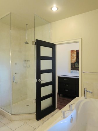 Sterling Inn &amp; Spa: Shower