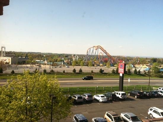 Comfort Suites Allentown: Dorney Park from our room.