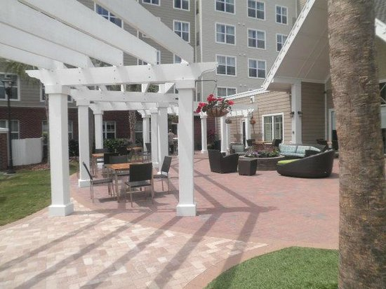 Residence Inn Amelia Island: patio