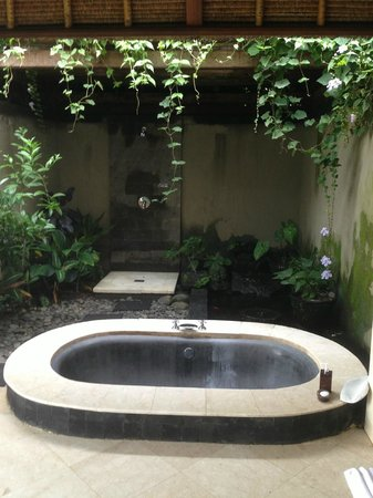 Amori Villa: The Bathroom