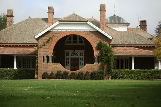 external image petersons-armidale-winery.jpg