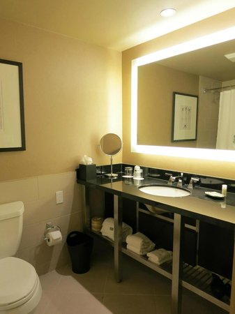 The Westin Harbour Castle: Bathroom