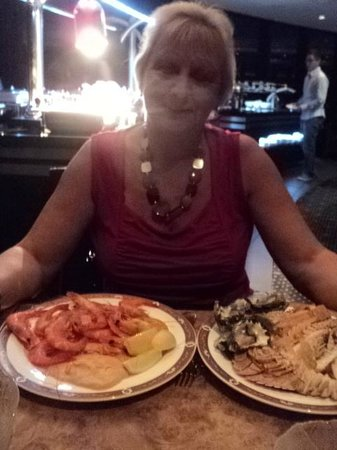 Crowne Plaza Surfers Paradise: Like to get 2 plates one with prawns and the other with bugs &amp; oysters
