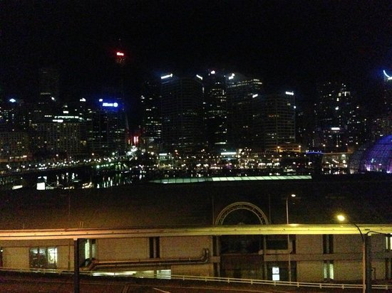 Ibis Sydney Darling Harbour: Night time view from 2nd floor room - picture does not do it justice