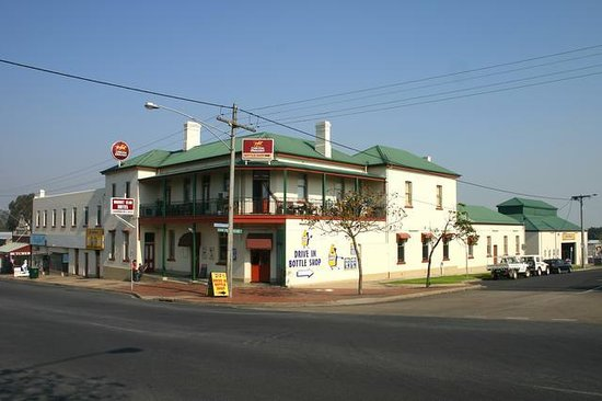 Orbost club hotel see reviews and traveller photos for Royal pacific motor inn reviews