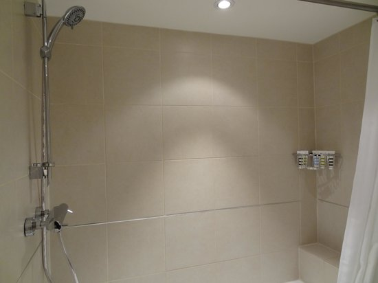 Mercure London Kensington: Shower