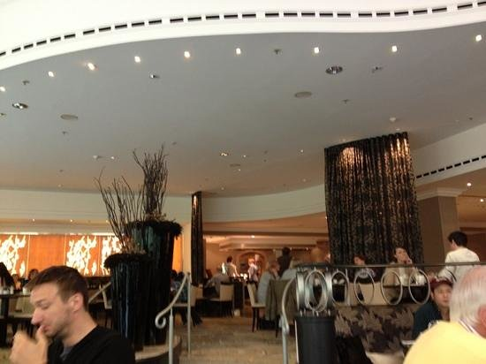 Hilton Park Munich: it was chaos in breakfast and had to wait for 30 min to be seated