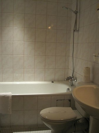 Hotel Saint Paul Le Marais: Room 112 - bathroom