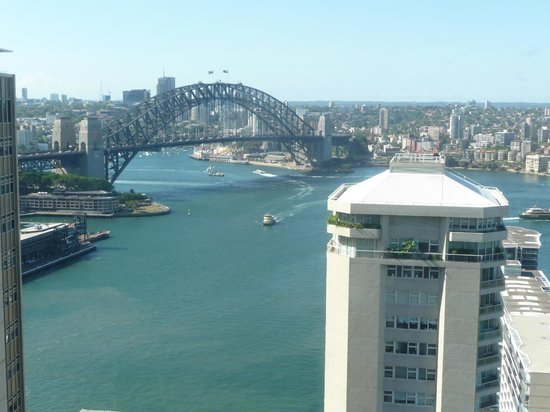 ‪‪InterContinental Sydney‬: Harbour Bridge View from Pool‬