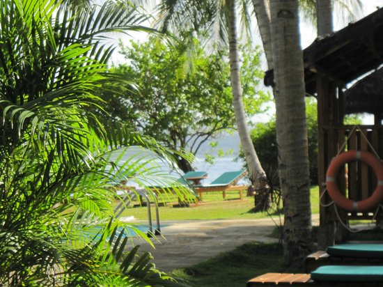 Gangga Island Resort &amp; Spa: Shade and sand