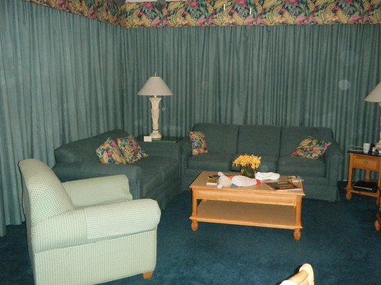 Cypress Pointe Resort: Sofa area