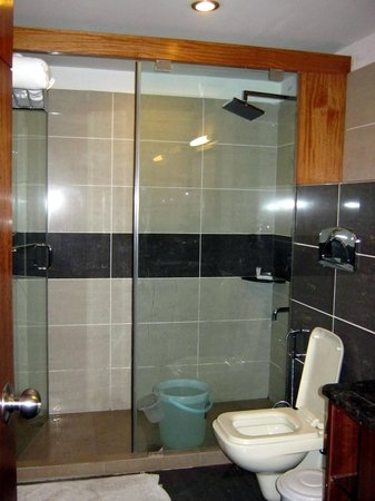 Suhim Portico: Well maintained Bathrooms