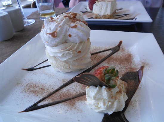 Somerton House Hotel: Sticky Toffee Pavlova