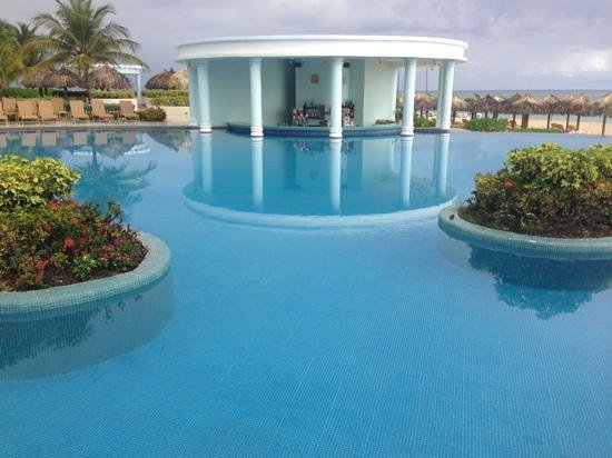 Iberostar Rose Hall Suites: pool swim up bar