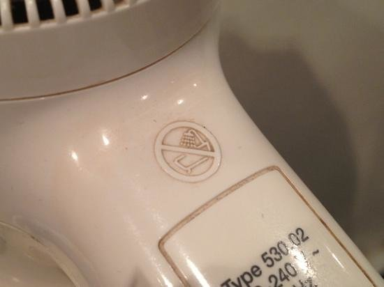 Hotel Regina Barcelona: Grime embedded on hair dryer