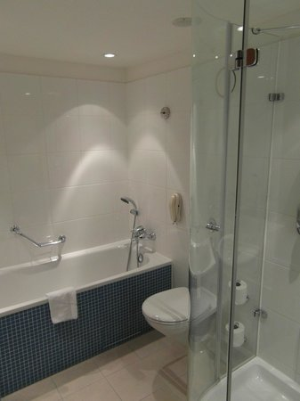 Lowfield Heath, UK : Clean Modern Bathroom