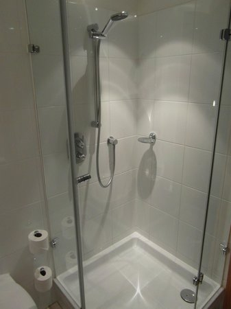 Hilton London Gatwick Airport: Nice power shower