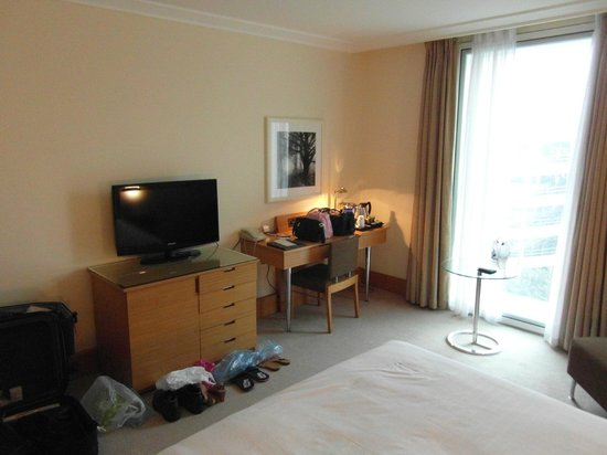 Lowfield Heath, UK : Plenty of space in room
