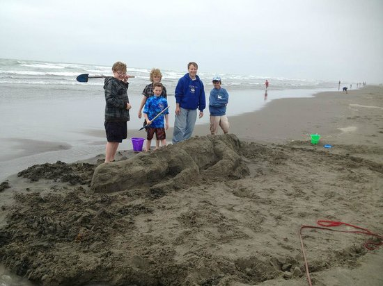 Lighthouse Oceanfront Resort: building sand sculptures is one of our favorite things to do on the beach
