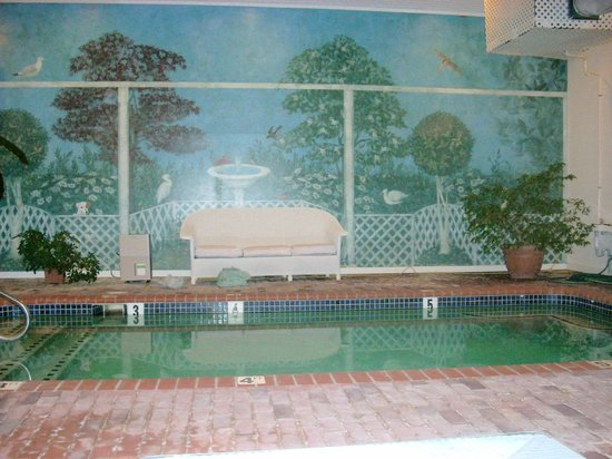 Five Gables Inn &amp; Spa: Cute little indoor pool.