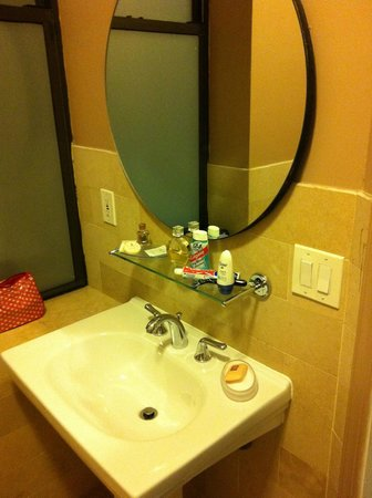 Seton Hotel: Bathroom Picture