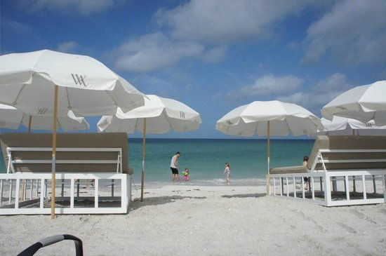 Waldorf Astoria Naples: beach &quot;beds&quot; for rent