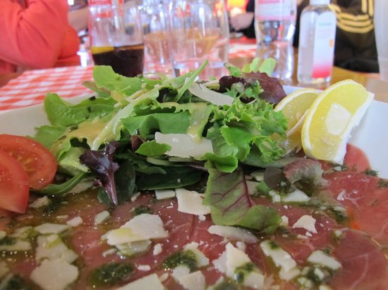 Carros, France: The carpaccio plate