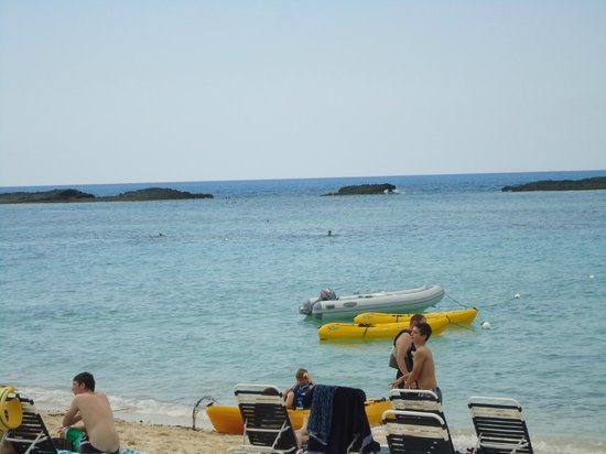 Paradise Cove Beach Resort: View of Deadman&#39;s Reef from the beach