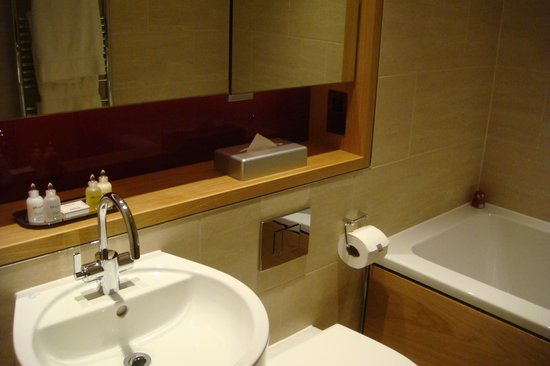 Apex Temple Court Hotel: Salle de bain