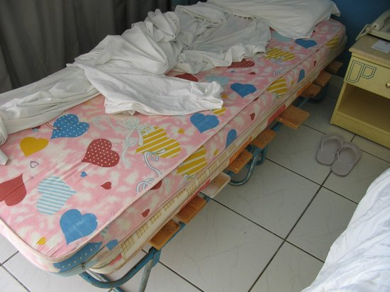 Dreams Beach Resort: Child bed and matress