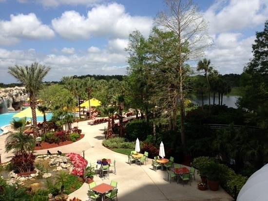 Hyatt Regency Grand Cypress: pool side