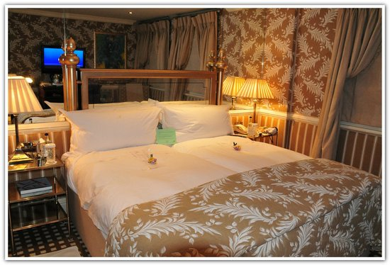The Milestone Hotel: Deluxe room stay