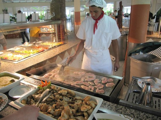 Bahia Principe San Juan: Live chefs at the buffets (Lunch / Supper)