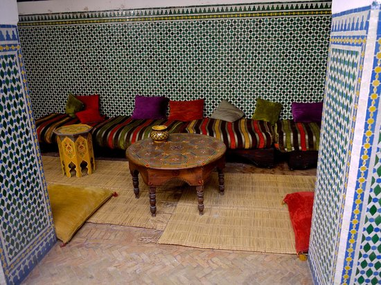 Equity Point Marrakech Hostel: Little sitting area in the hostel courtyard