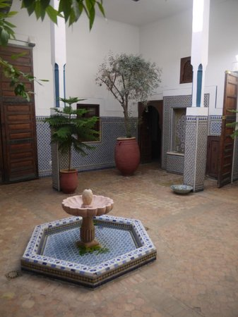 Equity Point Marrakech Hostel: Courtyard in hostel