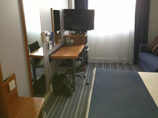 Holiday Inn Express London-Wimbledon-South: Work station