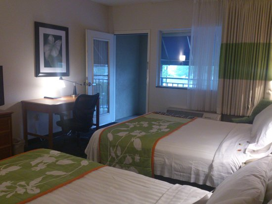 Fairfield Inn & Suites Pigeon Forge: Roomy