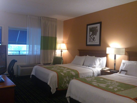 Fairfield Inn & Suites Pigeon Forge: Cozy