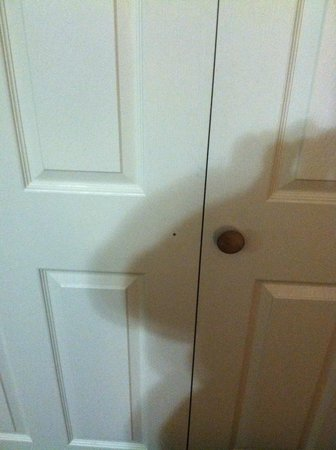 Sleep Inn, Inn &amp; Suites Ronks: Missing knob