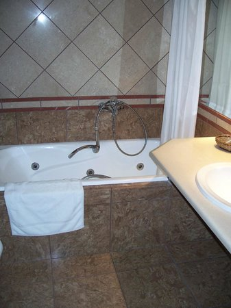 Centrotel Hotel: Marble bathroom