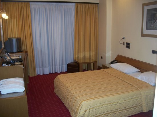 Centrotel Hotel: Bedroom (note plush robes on left)