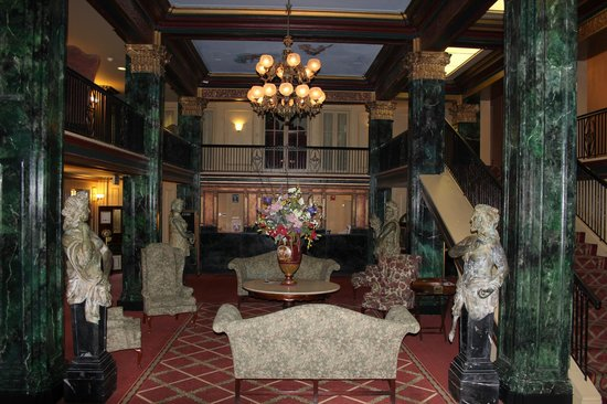 Natchez Eola Hotel: Hall d&#39;accueil