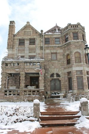 Castle Marne Bed & Breakfast: Denver in the snow