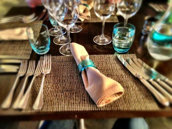 Fairford, UK: Lot of cutlery at the tasting menu!