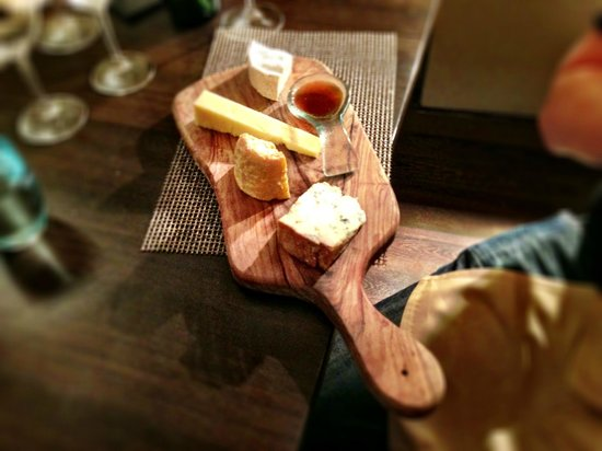 Fairford, UK: The first, moderate (small) cheese board. This was yum.