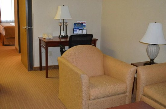 BEST WESTERN PLUS Landmark Inn: King Suite view4