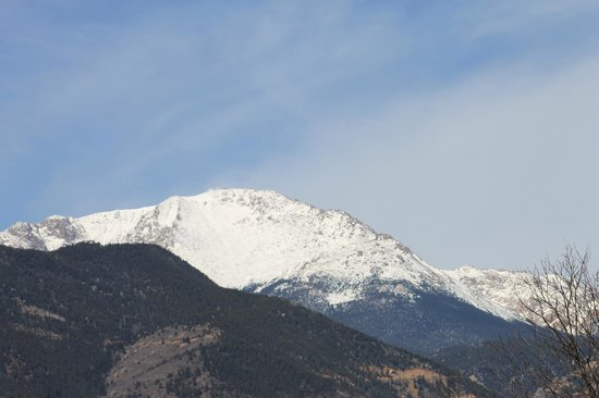 Old Town GuestHouse: View of Pike's Peak from balcony of Indian Paintbrush room
